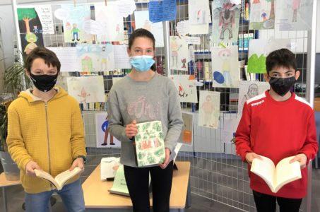 Trois candidats-lecteurs pour le concours de « Lecture à Voix Haute »